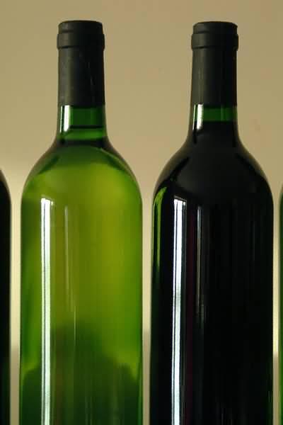 winebottles2redwhite