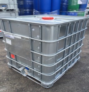 SX cladded 1000ltr IBC with a metal pallet